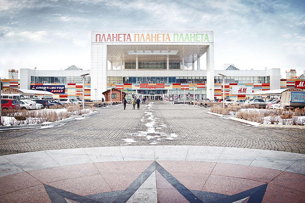 В челябинске между торговым центром и зеленым рынком планируется построить многоуровневую парковку с торговыми и